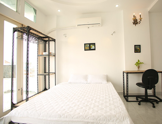 D2R5B-Fully furnished Studio Apartment, Cool Space, Balcony View